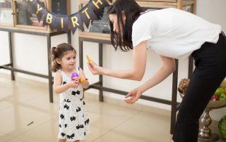 האם לתת ממתקים לילדים